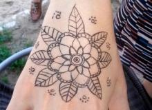 malovani-na-oblicej-face-painting-mandala-min