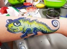 malovani-na-oblicej-face-painting-chameleon-min