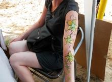 malovani-na-oblicej-face-painting-kvetiny-zelena-min