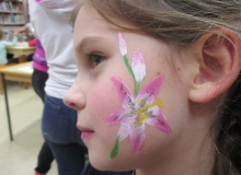malovani-na-oblicej-face-painting-lilie-min