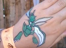 malovani-na-oblicej-face-painting-pokemon-scyther-min